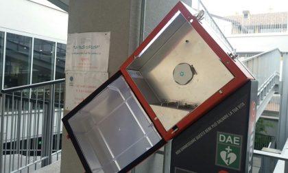 Treviglio: Vandali rubano il defibrillatore in piazza Garibaldi. Ritrovato a terra nella notte di Halloween