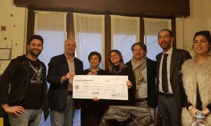 Lions e Leo Club raccolgono 2650 euro per la comunità La Famiglia a suon di… chiacchiere – TreviglioTV