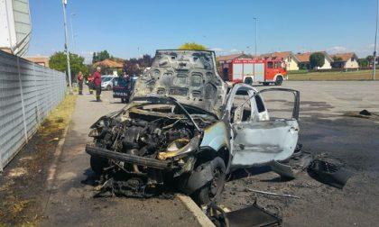 Casirate: auto in fiamme al Centro sportivo, ferito il conducente – TreviglioTv