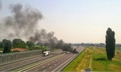 +FOTO+ Veicolo in fiamme, paura su Brebemi – TreviglioTv