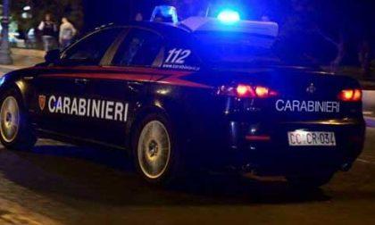 Attraversano la Gera d'Adda in fuga con l'auto rubata, scappano nei campi a Castelcovati