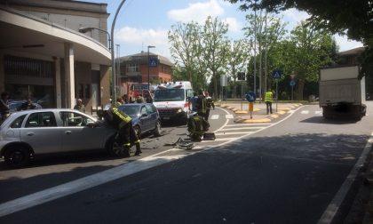 Auto contro furgone in viale Buonarroti, ferito un 62enne – TreviglioTv