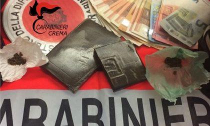 Soncino: i carabinieri lo fermano per un controllo e trovano droga sotto il seggiolino del figlio – TreviglioTV