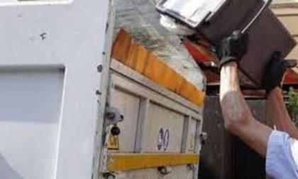 Rifiuti a Treviglio, il Comune controlla i sacchi: in due settimane 47 sanzioni