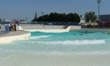 Caldo torrido e piscina che fa acqua da tutte le parti