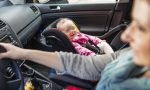 """Bimbi dimenticati in auto: che incubo! """"Modifichiamo Codice della strada"""""""