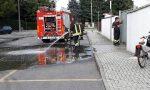 Cisterna di candeggina si riversa sulla strada, arrivano i pompieri VIDEO