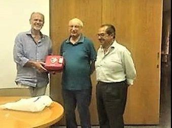 """Un defibrillatore in più al Comune, lo dona l'associazione """"Proteggi il tuo cuore"""""""