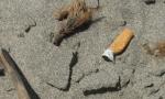 Vietare il fumo in spiaggia: il Codacons chiede una legge