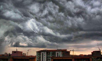 Allerta arancione per temporali forti: vento  forte e occhio alla grandine