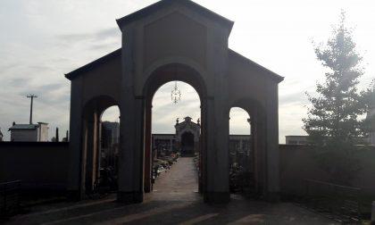 Al cimitero di Calvenzano il cancello forzato si rompe (di nuovo)