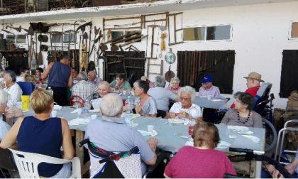 Nonni in visita a Cascina Carla
