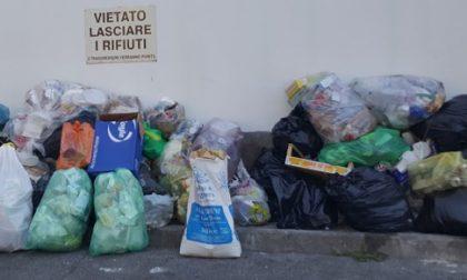 Siringhe nei parchi e rifiuti abbandonati per strada FOTO
