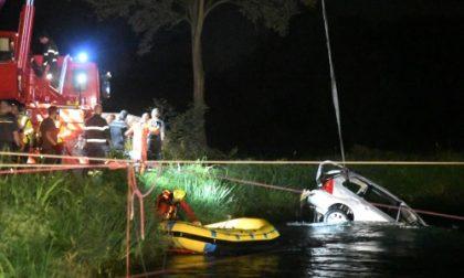 Auto finisce nella Muzza, quattro morti trascinati dalla corrente, anche un bimbo di otto anni  FOTO