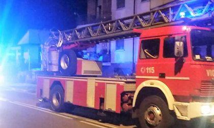 Cade in casa, anziana salvata dai pompieri