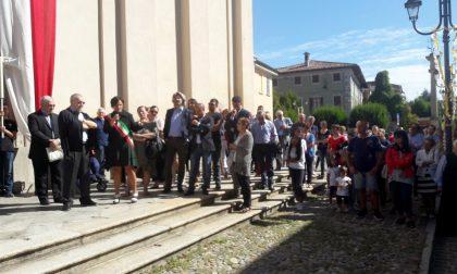 Brignano, i fedeli salutano don Luciano dopo 19 anni insieme FOTO