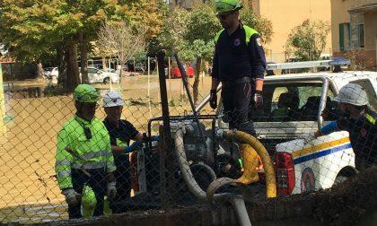 Volontari cremaschi spalano fango e portano aiuto a Livorno