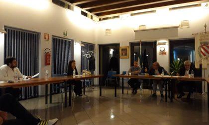 """Consiglio infuocato: """"Voglio i carabinieri in aula"""""""