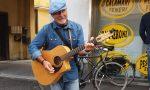«Non sono un musicista, sono un esodato» e canta per vivere