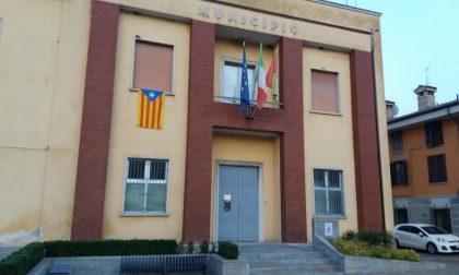 """Da Covo e Spirano un solo grido """"Catalogna libera"""". E sul comune sventola la bandiera catalana"""