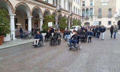 Politici in carrozzina per combattere le barriere architettoniche