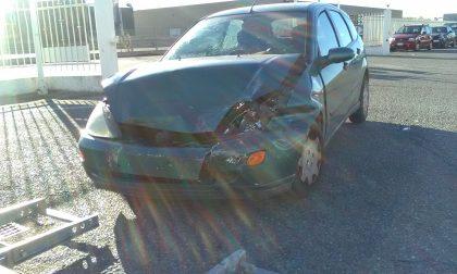 Tamponamento nel parcheggio, due feriti
