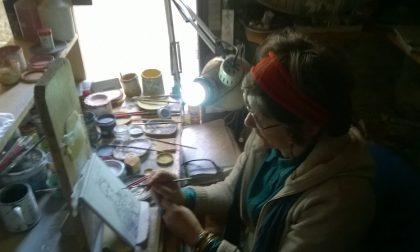 La ceramista Carla Corna: da Deruta a Lurano per aiutare i terremotati