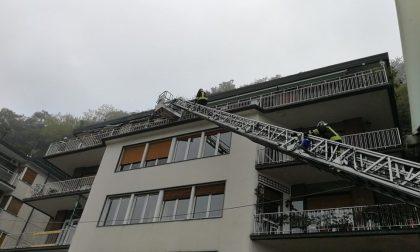 Tragedia di Como, brucia casa: tre bambini morti nell'incendio - Segui il LIVE