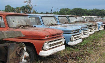 Auto abbandonata in strada da un anno, ora il proprietario dovrà pagare