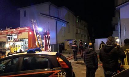 Incendio a Trescore, palazzine evacuate FOTO