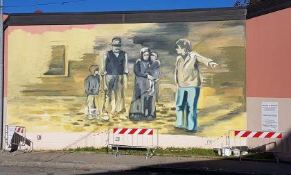 Albero degli Zoccoli, spunta un murales per il 40esimo FOTO
