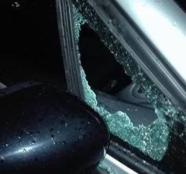 Spaccato il finestrino dell'auto, amaro risveglio per un nostro lettore