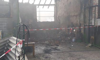 Incendio nella notte, distrutto il porticato di un cascinale