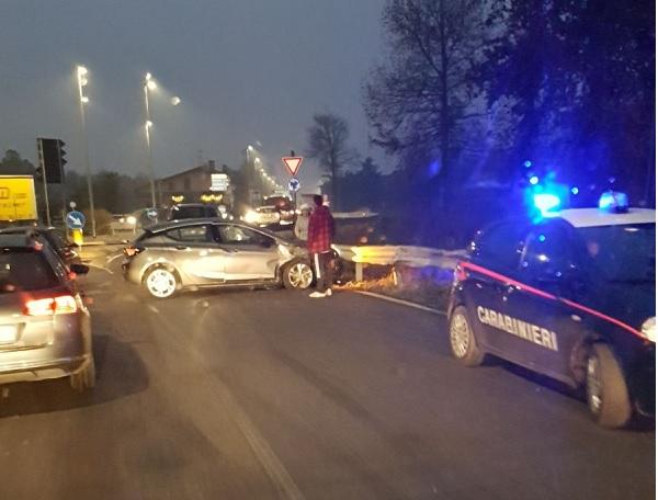 Auto si ribalta sulla Palermo-Mazara: tre feriti e traffico in tilt