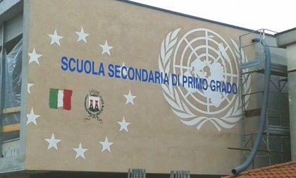 Le scuole medie luranesi svelano il murales istituzionale