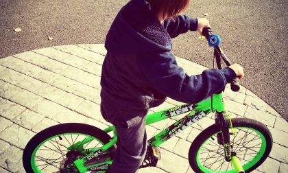 Bambino investito in bicicletta da un pirata della strada
