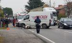 Scooter travolto dal furgone, ferito 42enne