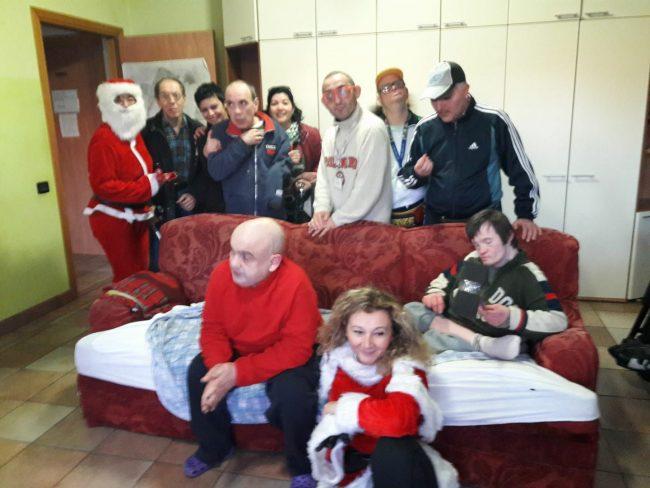 sindaco babbo Natale con i ragazzi di Itaca