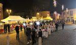 Fiaccolata natalizia e il centro si popola di angioletti VIDEO
