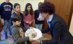 I giovani donano al sindaco un bambinello di Betlemme