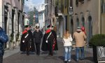 Carabinieri in alta uniforme per le vie del centro