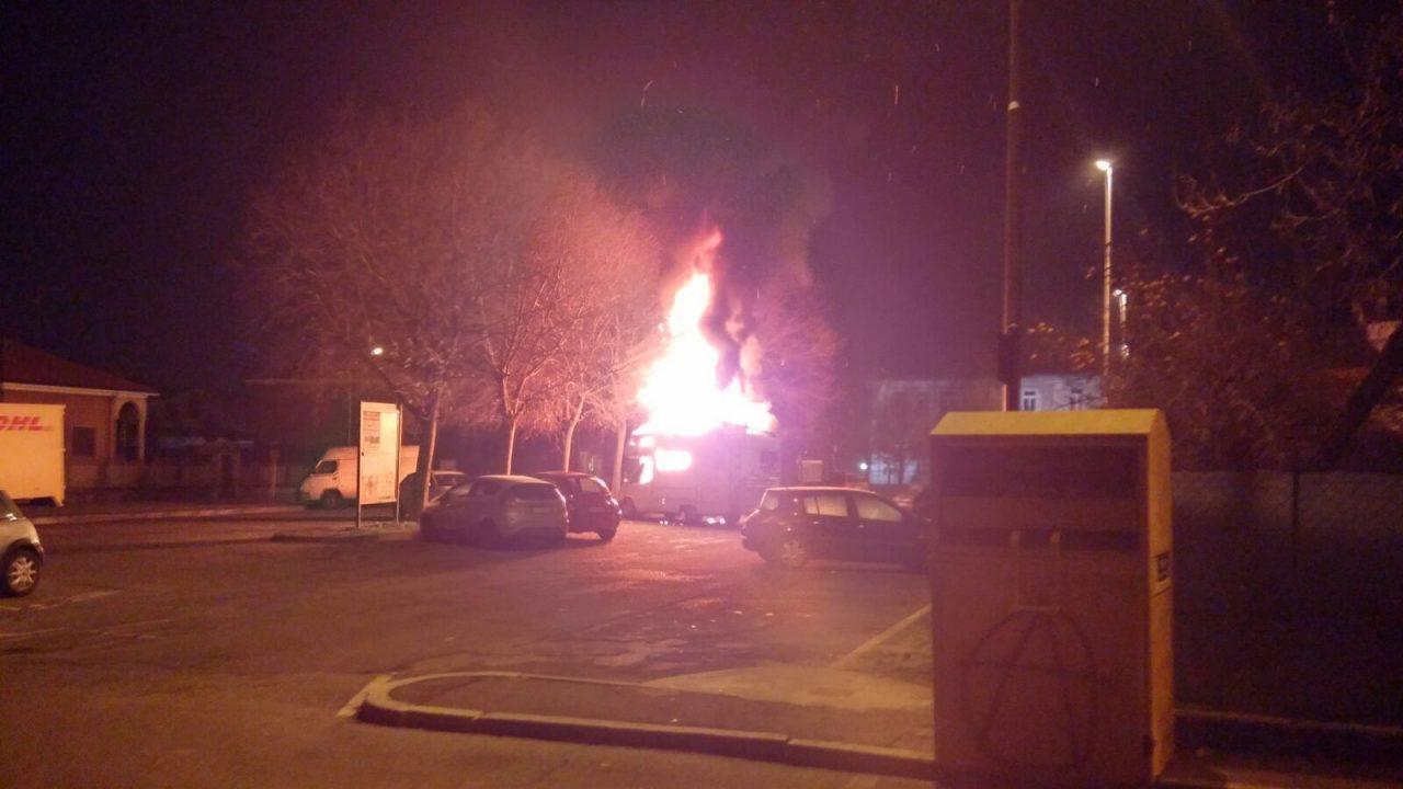 Camper in fiamme Pontirolo