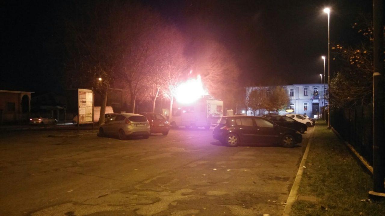 Camper in fiamme a Pontirolo