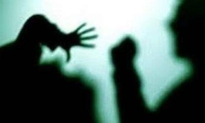Botte e umiliazioni ai genitori, arrestato un 44enne