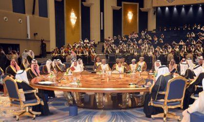 Il tavolo del mobilificio Rozzoni alla corte dei grandi del Medio Oriente