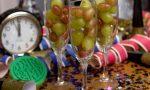 Pellicce di orso, chicchi d'uva e vecchi mobili: le tradizioni di Capodanno più strane del mondo