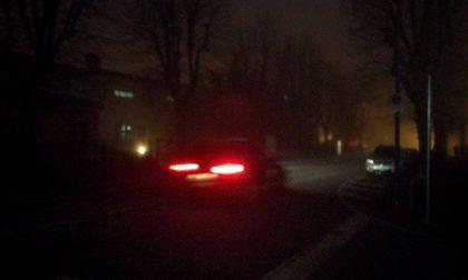 Al buio e avvolto nella nebbia, il quartiere Cappuccini sotto assedio dei ladri