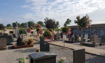 Ladri di annaffiatoi nel cimitero di Dovera