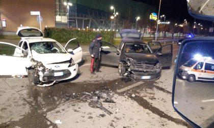 Due incidenti in pochi chilometri sulla Soncinese, un 35enne gravissimo