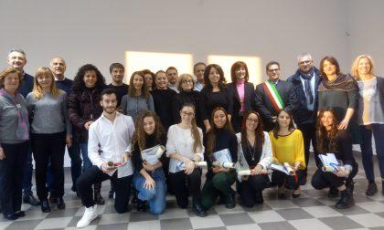 Studenti eccellenti, il Comune consegna le borse di studio